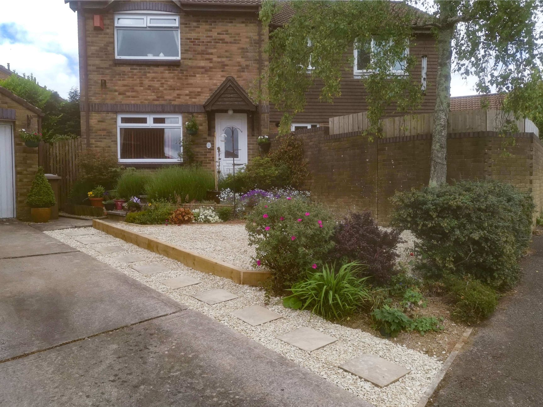 Planting Services - Front Garden with Plants - Jackson Garden Services
